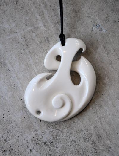 Hepi Maxwell Kura Gallery Maori Art Design New Zealand Pounamu Aotearoa Bone Carving Beef Bone Cotemporary Twist